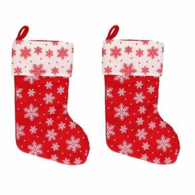 2x rood/witte kerstsokken met sneeuwvlokken print 40 cm