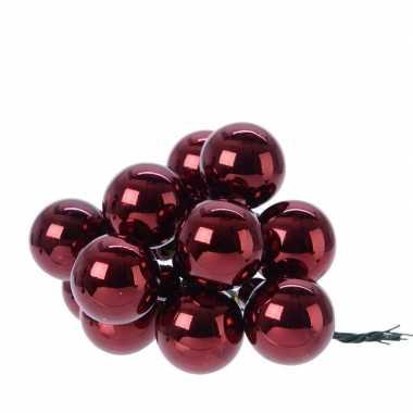 Donker rode kerstballetjes kerststukje 2 cm