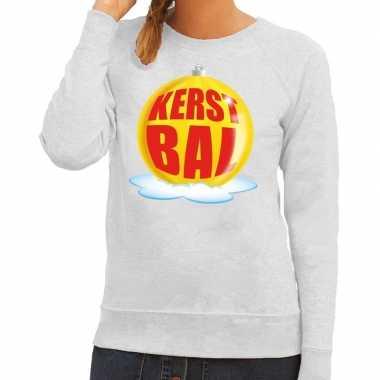 Foute feest kerst sweater met gele kerstbal op grijze sweater voor da