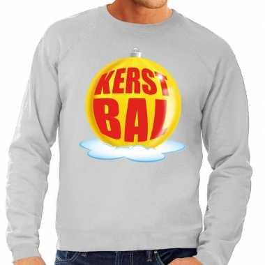Foute feest kerst sweater met gele kerstbal op grijze sweater voor he