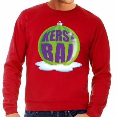 Foute feest kerst sweater met groene kerstbal op rode sweater voor he