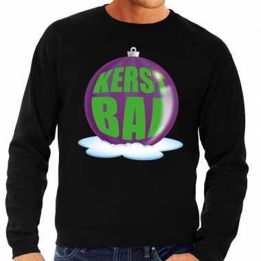Foute feest kerst sweater met paarse kerstbal op zwarte sweater voor