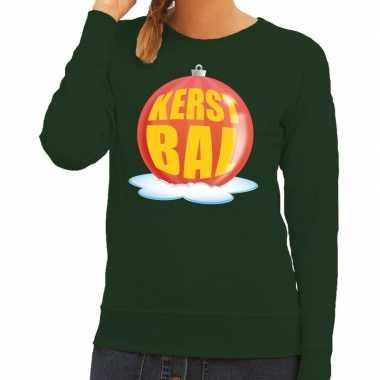 Foute feest kerst sweater met rode kerstbal op groene sweater voor da