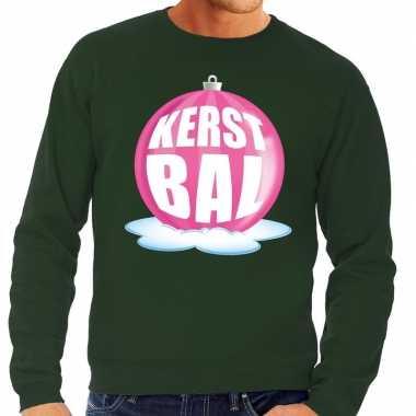 Foute feest kerst sweater met roze kerstbal op groene sweater voor he