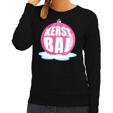 Foute feest kerst sweater met roze kerstbal op zwarte sweater voor da