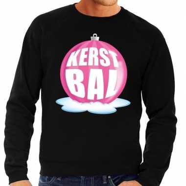 Foute feest kerst sweater met roze kerstbal op zwarte sweater voor he