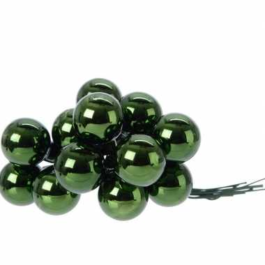 Groene kerstballetjes kerststukje 2 cm