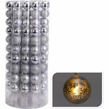 Kerstballen zilveren kerstslinger met led lampjes