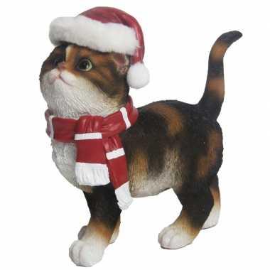 Kerstdecoratie bruine poes met kerstmuts en sjaal