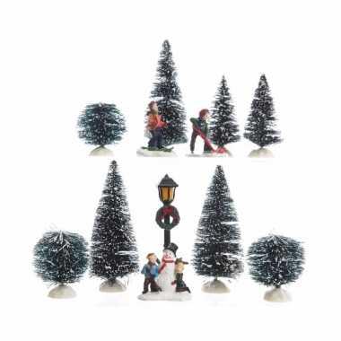 Kerstdorp met spelende kinderen in de sneeuw 6 delig 26,5 cm t1