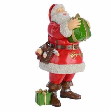 Kerstmannen beeld met kerstcadeau 23 cm