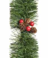Kerstdecoratie dennen guirlandes slingers met besjes en dennenappels 270 cm